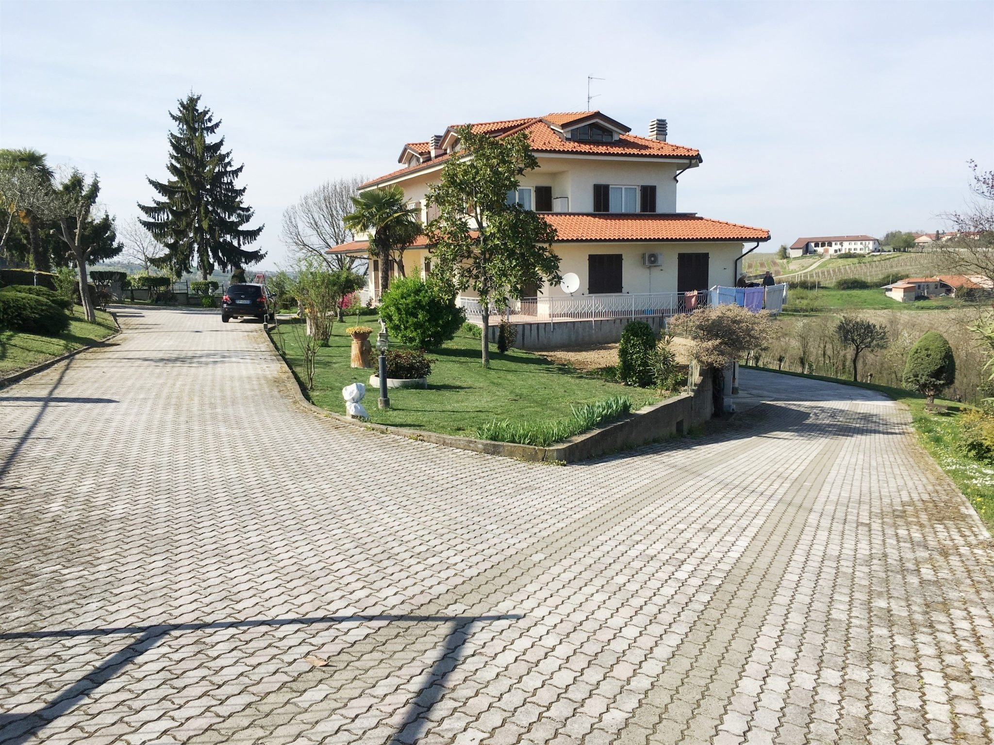 SAN GIORGIO MONFERRATO vendesi appartamento ristrutturato e panoramico in villa