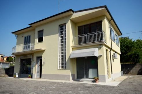SAN GIORGIO (STRADA CASALE ASTI) vendesi villa libera su 4 lati