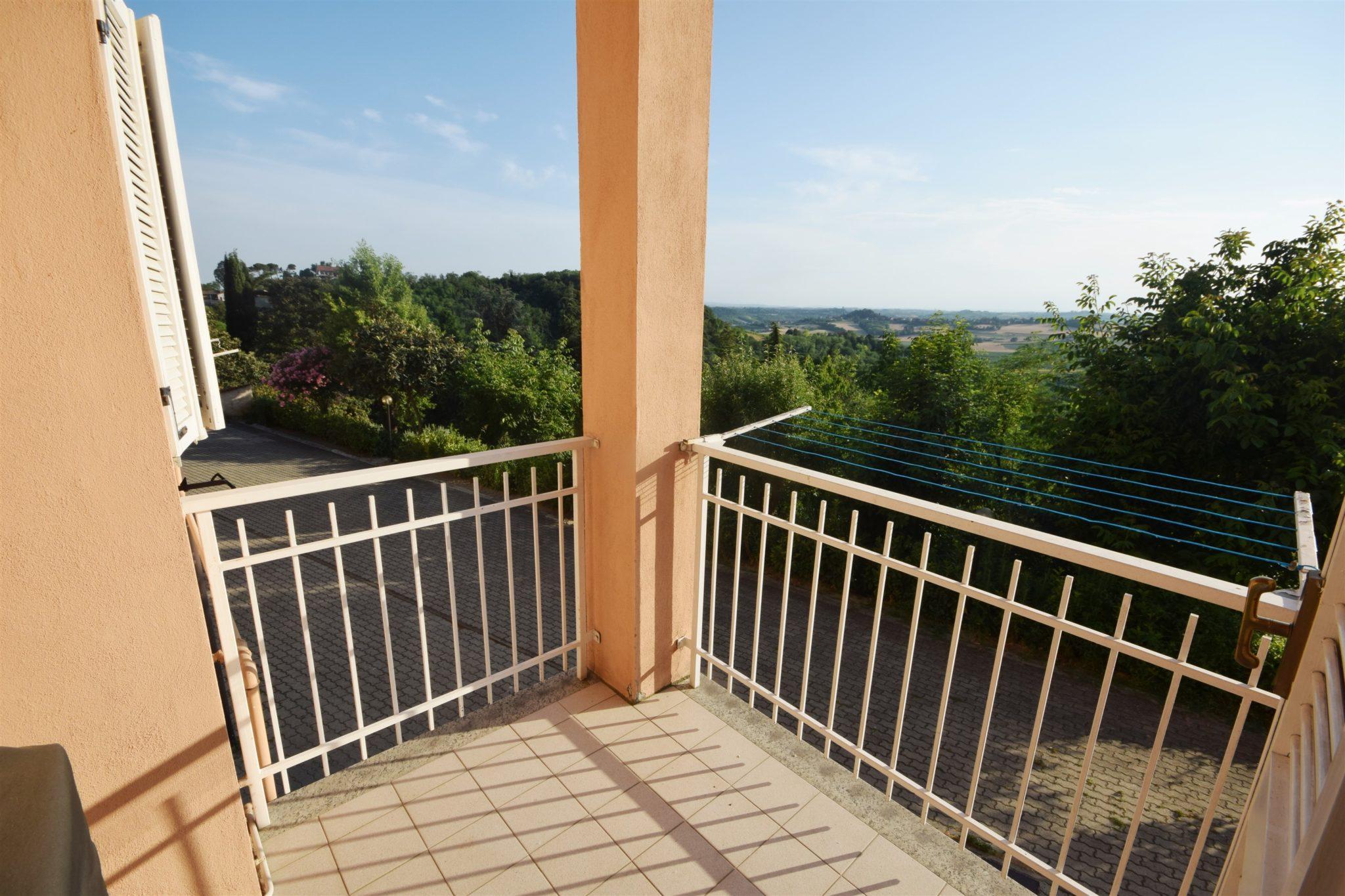 VIGNALE MONFERRATO (CENTRO) vendiamo in villetta a schiera con giardino privato mq. 110