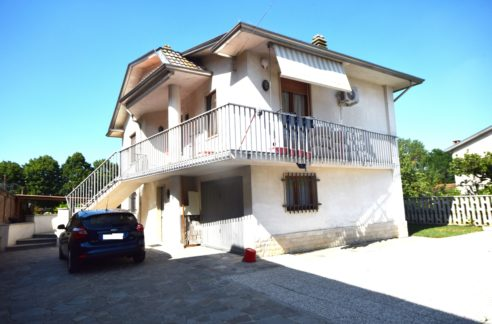 SALE (CENTRO) Vendesi casa indipendente libera su 4 lati