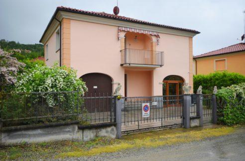 OZZANO (VIA CARDUCCI) Vendesi villa indipendente libera su 4 lati