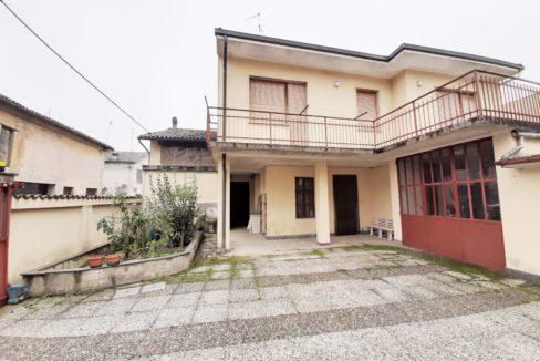RIVALBA DI VALMACCA (CENTRO) Vendesi casa indipendente (anche bifamiliare) in centro paese