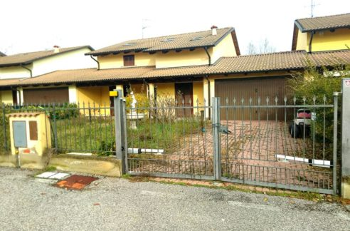 TRICERRO (VC) (CORSO MARCONI) Vendesi casa indipendente mq. 140