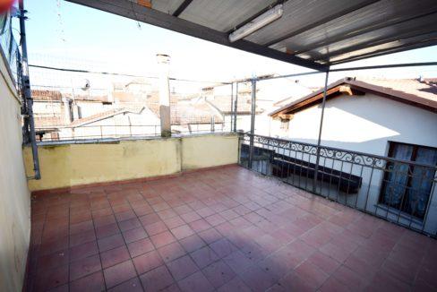 CASALE MONFERRATO (VIA LANZA), vendesi mq. 100 con terrazzo al piano mq. 30