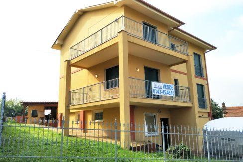 SAN MARTINO (ROSIGNANO MONFERRATO) vendesi villa libera su 4 lati