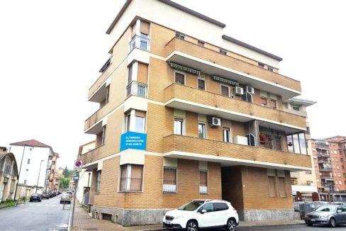 Casale Monferrato (Piazza dell' Aeronautica) Vendesi alloggio completamente e finemente ristrutturato