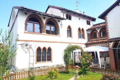 FONTANETTO PO (VC) Vendesi casa inidpendente in stile gotico