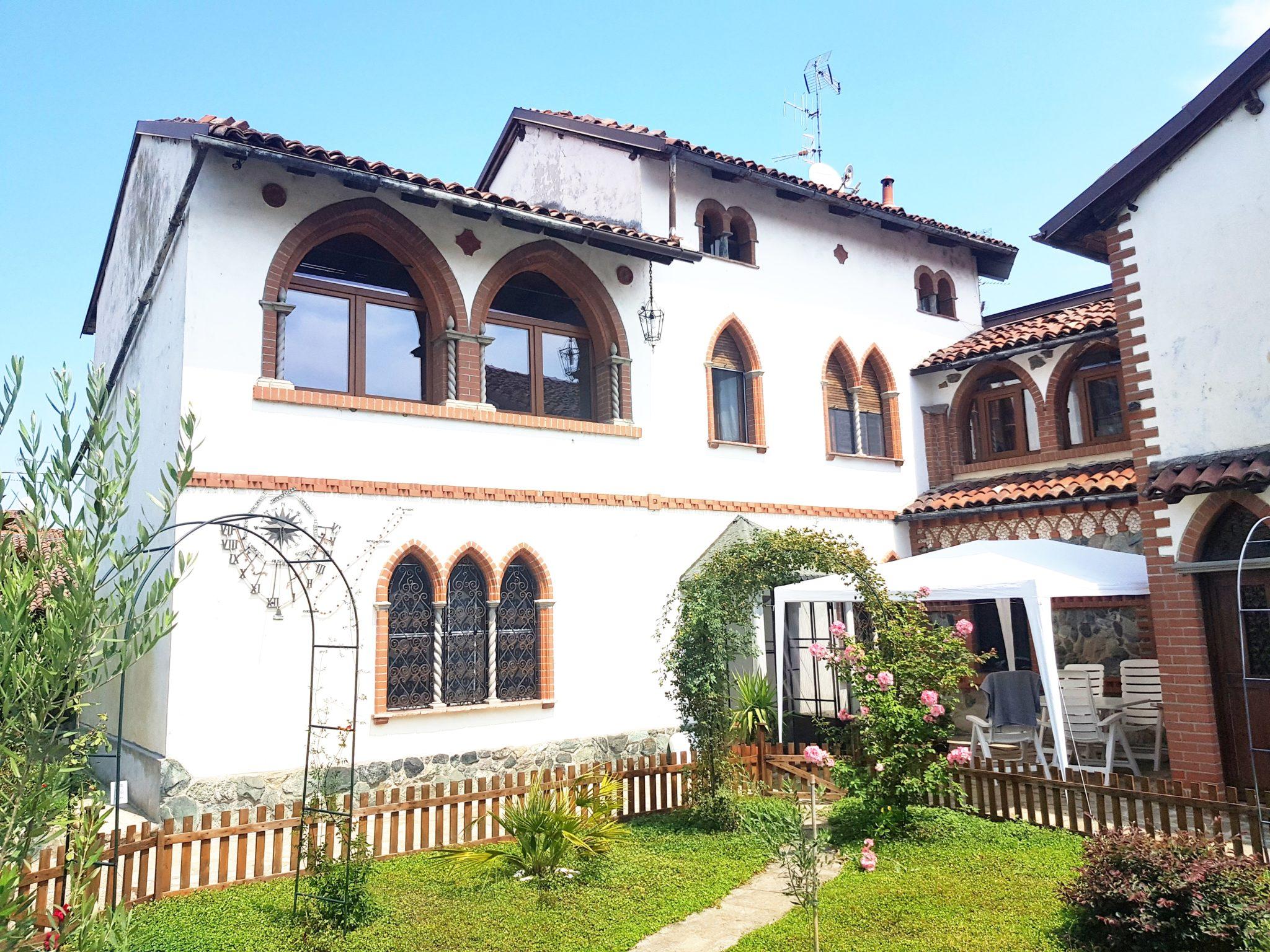 FONTANETTO PO (VC) Vendesi Casa indipendente in stile Gotico