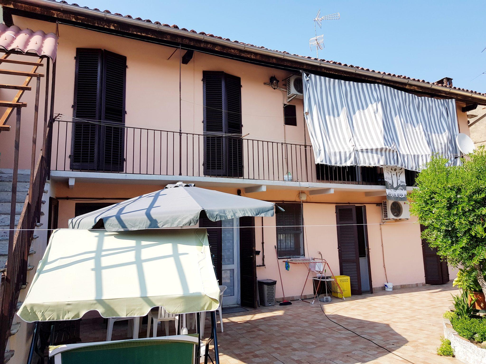 VILLANOVA MONFERRATO (CENTRO) Vendesi casa indipendente bifamiliare
