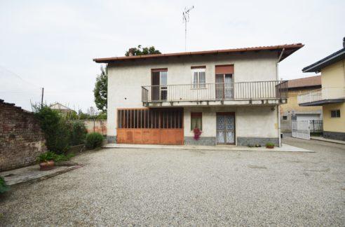 VILLANOVA (CENTRO) Vendesi casa indipendente su 4 lati