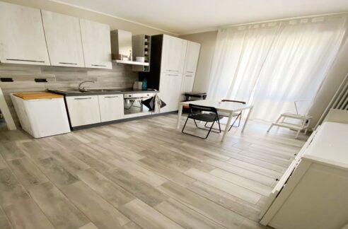 CENTRO STORICO (VICO CAMELIE) vendesi appartamento