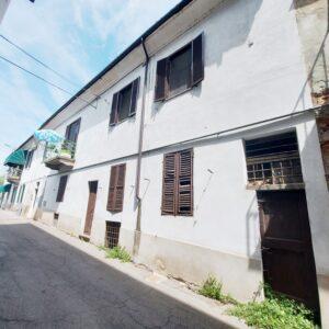 CASALE MONFERRATO (VIA SORDI) Vendesi casa libera su due lati