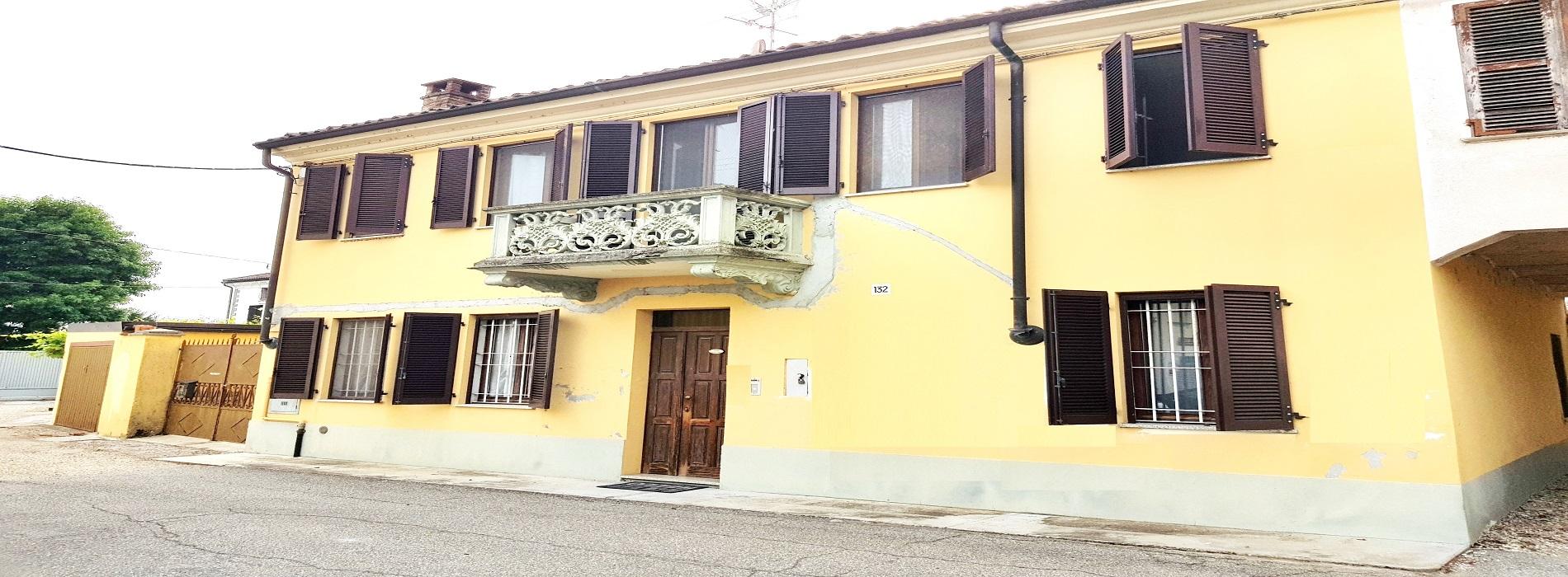CASALE POPOLO (CANTONE CHIESA) Vendesi casa indipendente ristrutturata mq. 172